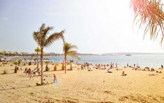Arrêter de mater sur la plage